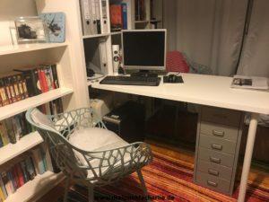 Der Schreibtisch im Arbeitszimmer